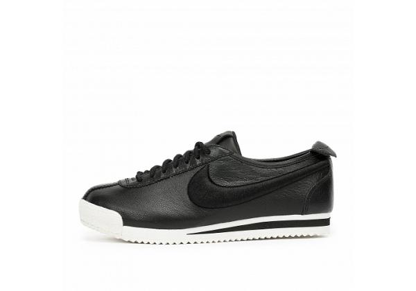 Кроссовки Nike Cortez с белой подошвой черные